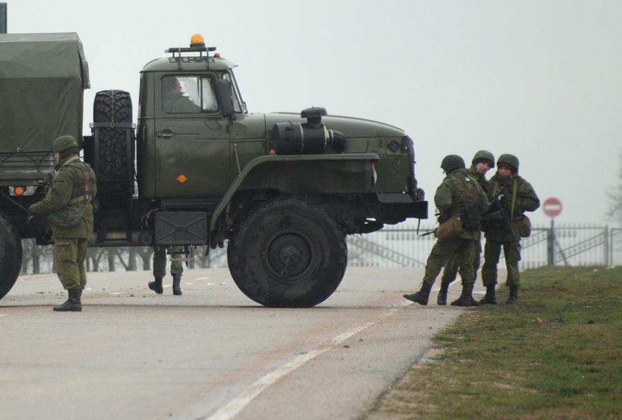 Авиабаза «Бельбек» в Севастополе занята силами самообороны Крыма
