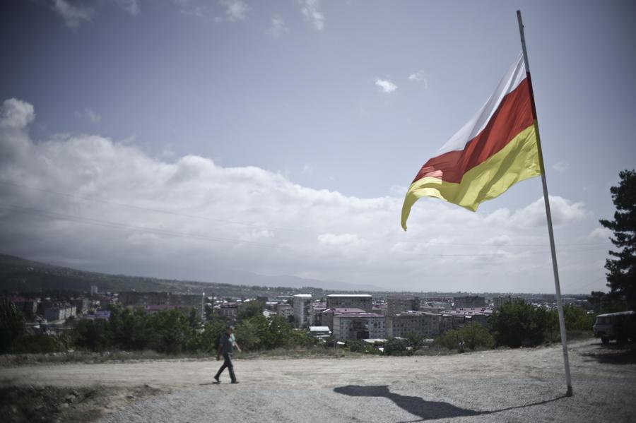 Девять бывших министров Южной Осетии объявлены в международный розыск за хищения