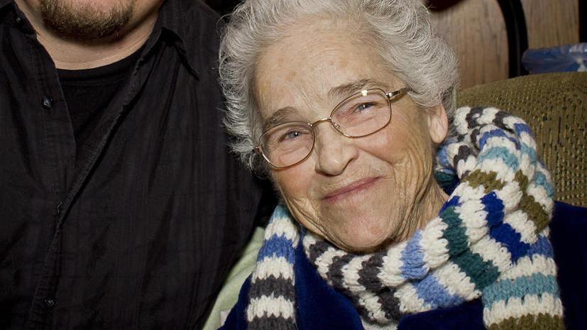 Исследование: счастье приходит к женщинам после 90 лет