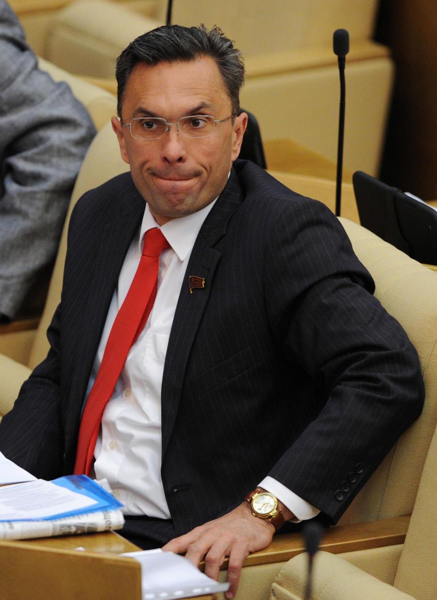 Депутату Госдумы Владимиру Бессонову предъявлено обвинение в применении насилия