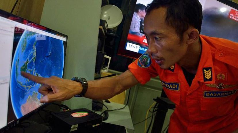 Индонезийские спасатели считают, что пропавший лайнер компании AirAsia следует искать на дне моря