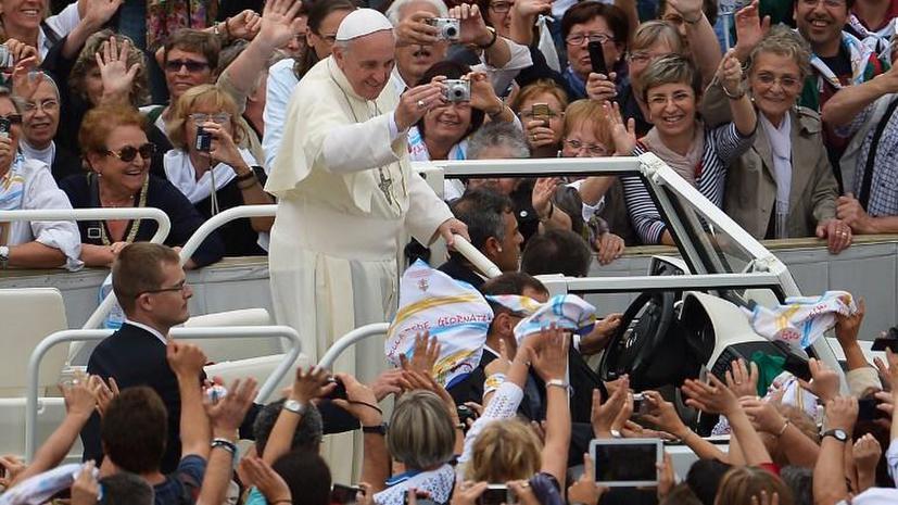 Аптека в Неаполе «украла» у Папы Франциска идею о лекарстве для верующих