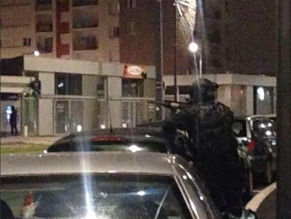 В Реймсе французская полиция провела штурм здания, где предположительно скрывались террористы