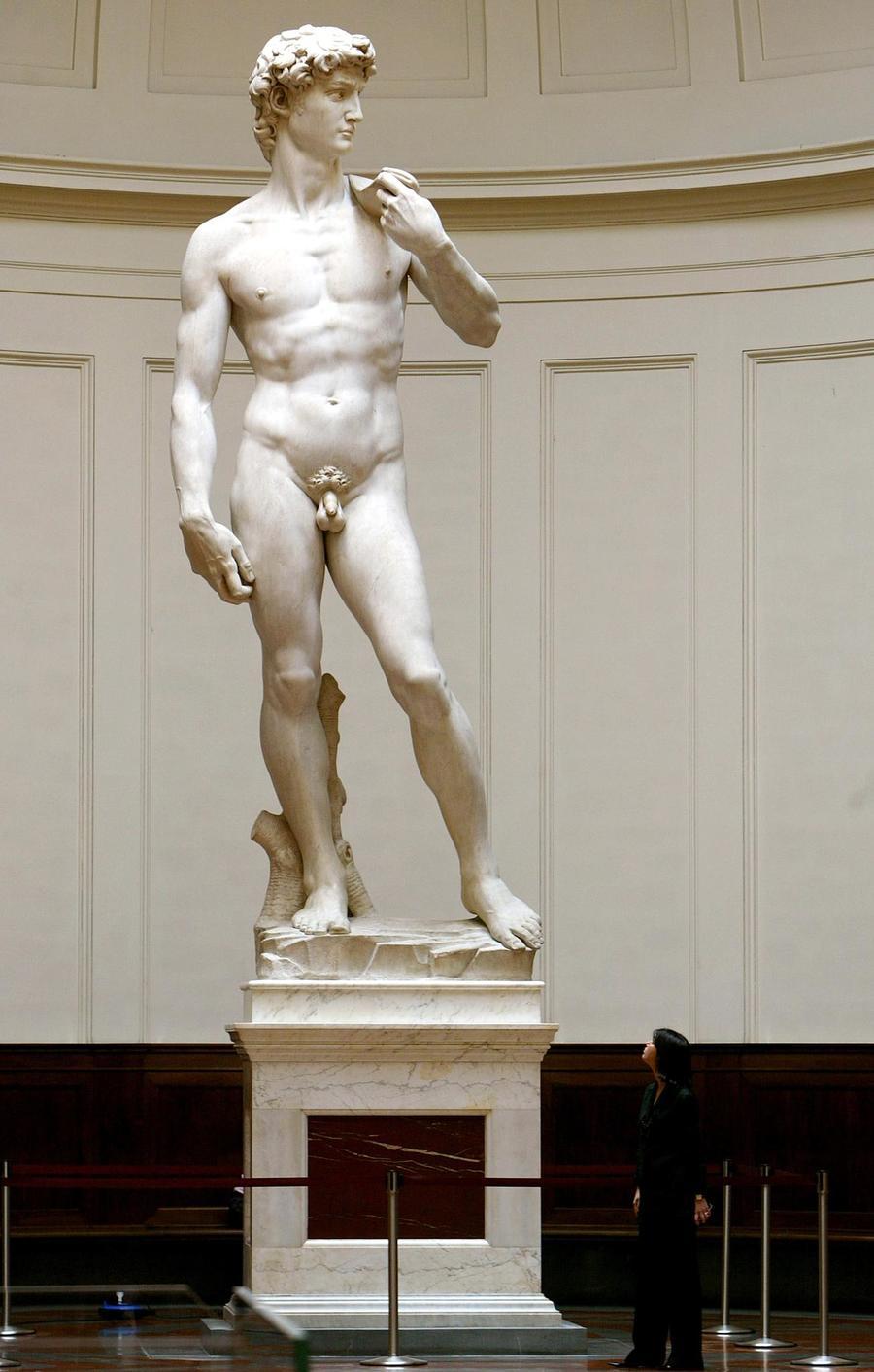 Итальянцы спасают знаменитую статую Давида работы Микеланджело от землетрясений