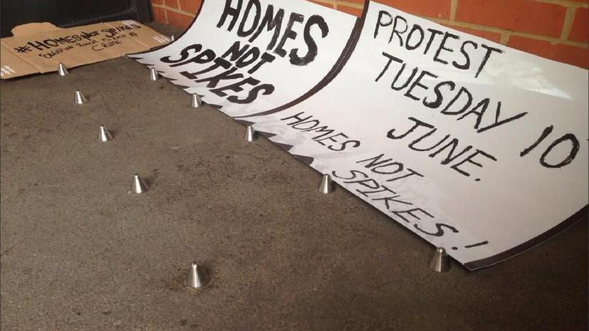 Мэр Лондона Борис Джонсон призвал убрать «шипы против бездомных» у элитного здания в Лондоне