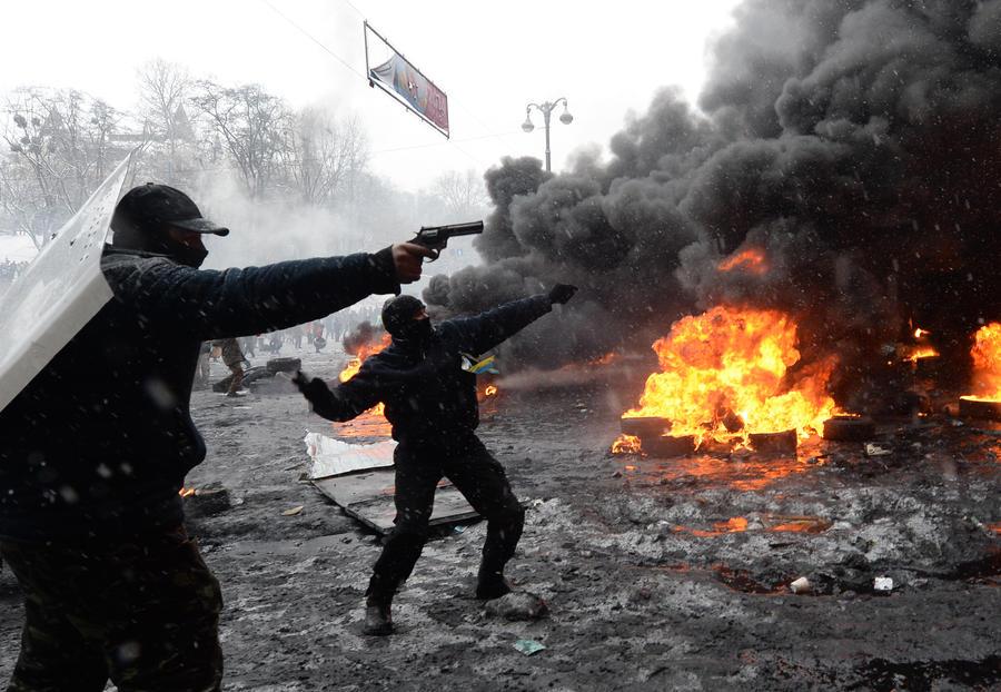 Эксперт: Расколы в украинском обществе толкают страну на грань гражданской войны