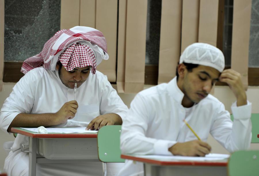 Саудовец обнаружил у себя в ухе школьную шпаргалку 20-летней давности