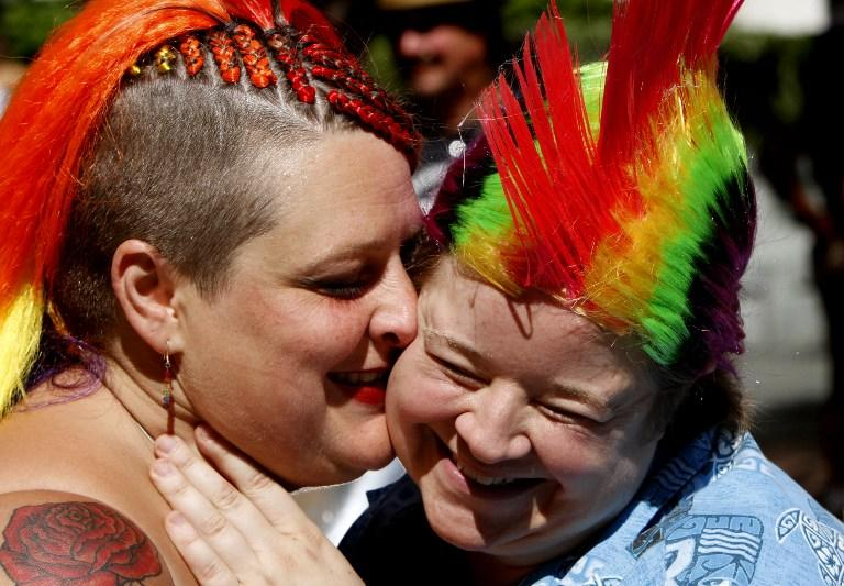 Испанским лесбиянкам запретят размножаться за счёт государства