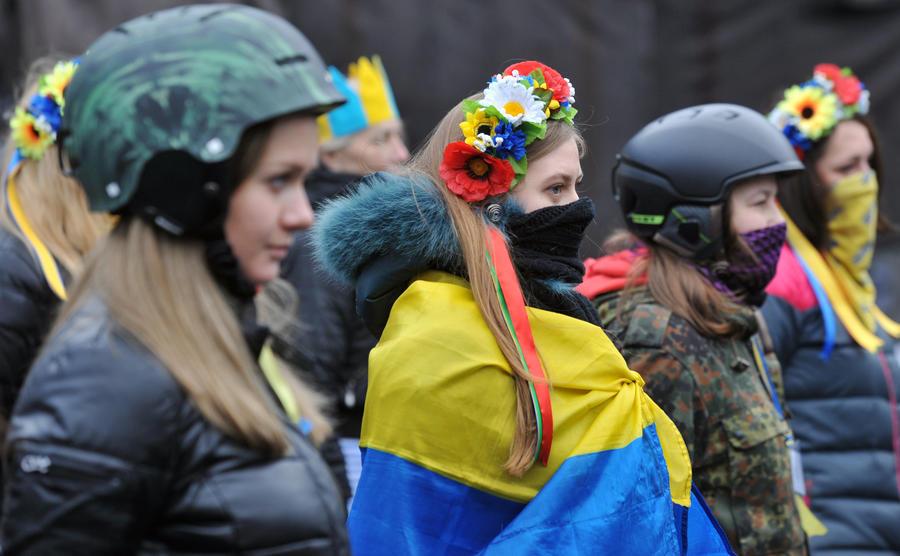 Несколько тысяч активистов с Майдана выдвинулись к зданию украинского парламента