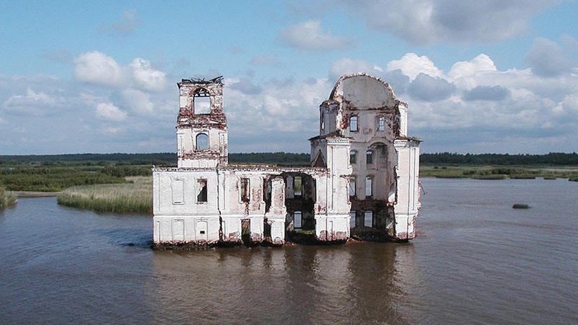 Затопленный больше полувека назад город показался из воды в Ярославской области из-за маловодья