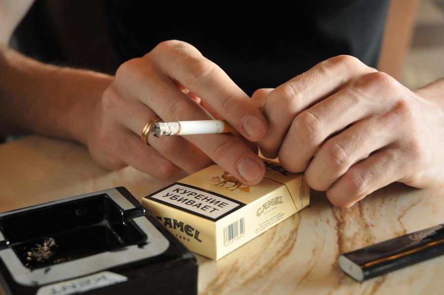 Минздрав: за отказ от курения граждан необходимо поощрять