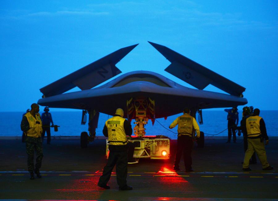 Американский беспилотник совершил первый в истории взлёт с борта корабля