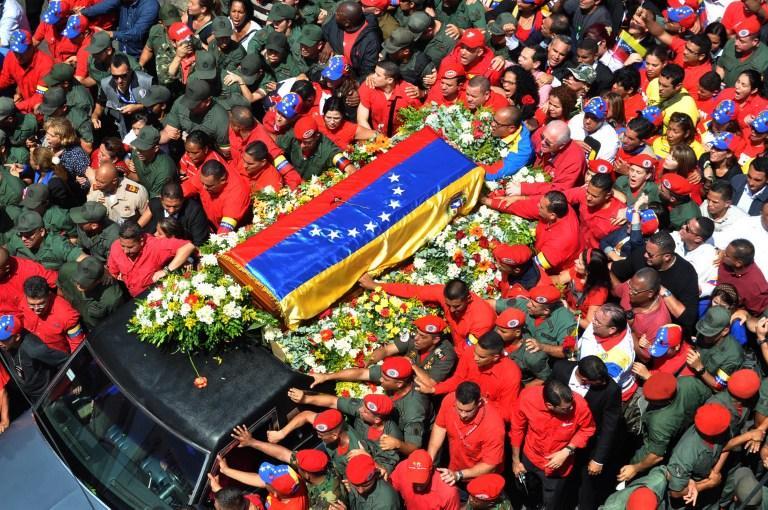 СМИ: В гробу, который провезли по улицам Каракаса, не было тела Уго Чавеса