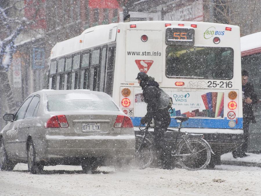 Шторм и ледяные дожди в Канаде оставили без света 400 тыс. человек