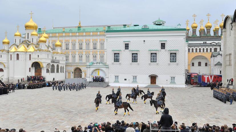 Из-за аномальной жары в Кремле не состоится развод караулов