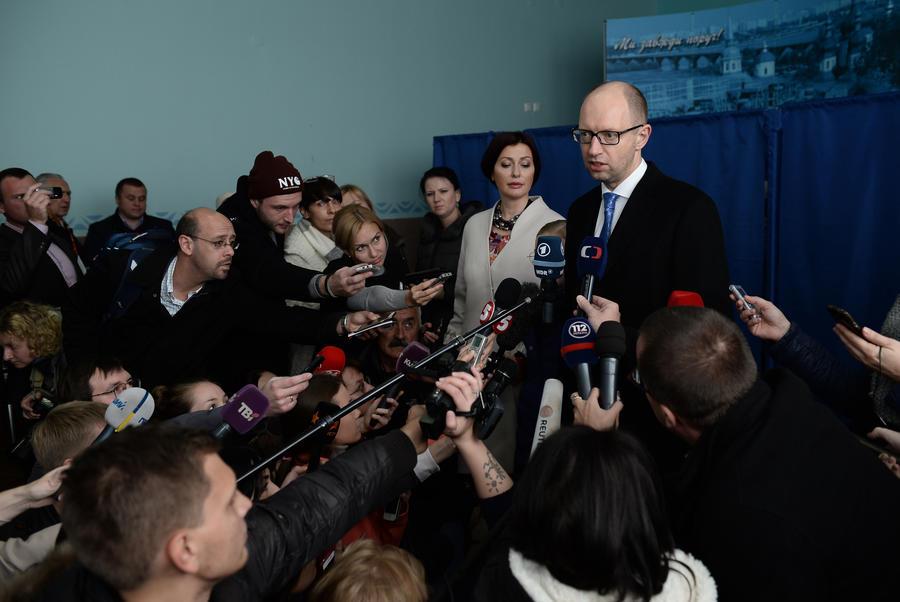 После подсчёта 40% протоколов на выборах в Раду лидирует Народный фронт Арсения Яценюка