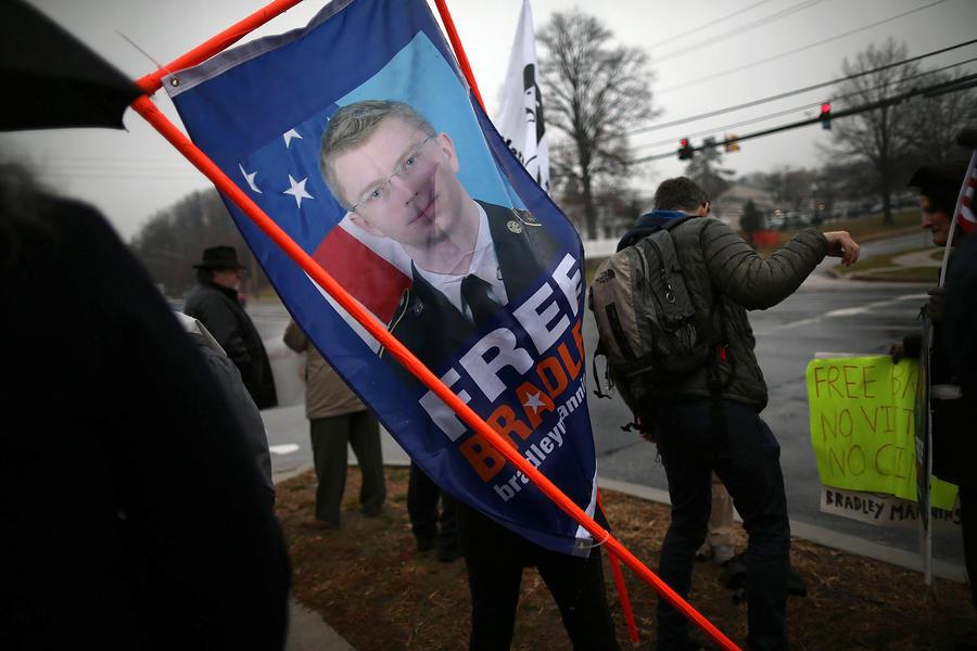 Накануне начала суда над Брэдли Мэннингом по всему миру пройдут акции в его поддержку