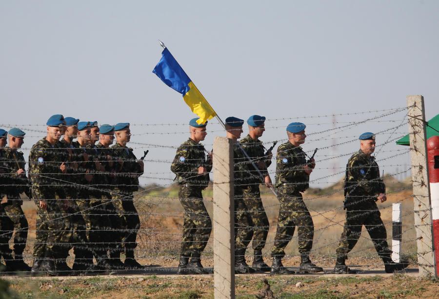 Американский профессор: Киев проигрывает войну по всем фронтам