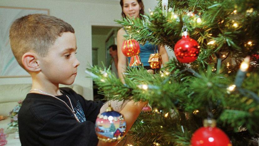 Двое американцев лишили детей Рождества, украв у них подарки из-под елки