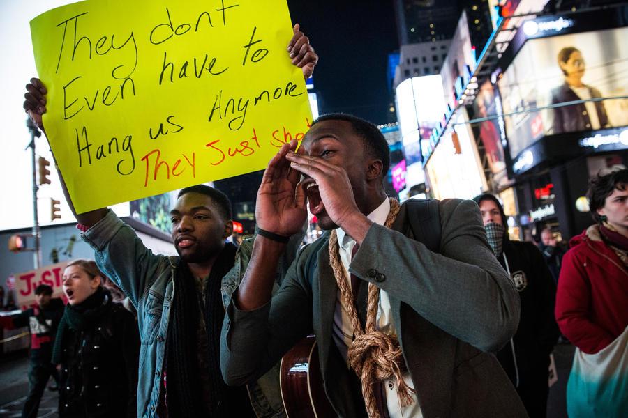 Основные магистрали Нью-Йорка этой ночью были перекрыты протестующими