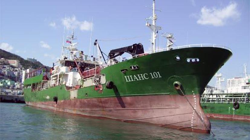 В Японском море перевернулось рыболовецкое судно: 10 членов экипажа спасены, 20 пропали без вести