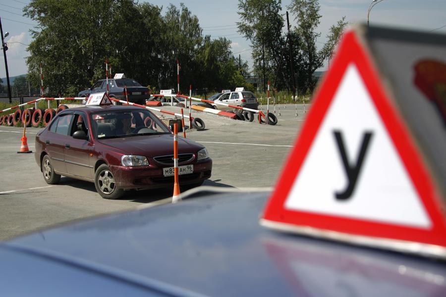 Владельцев автошкол хотят штрафовать за плохую подготовку водителей