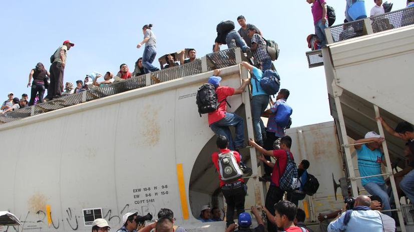 Электронные контрабандисты: как Facebook помогает незаконно пересечь американскую границу