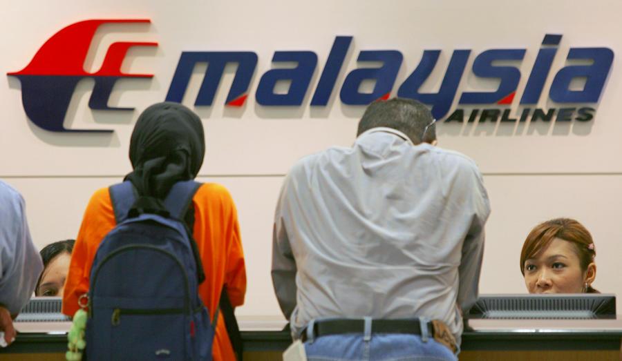 Авиакомпания Malaysia Airlines потеряла связь с самолётом, на борту находятся 239 человек