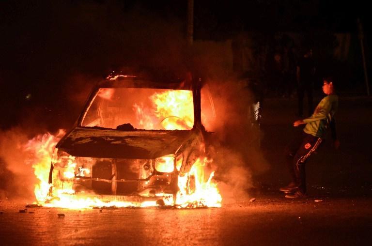 В Стокгольме во время мятежа сожгли 100 автомобилей