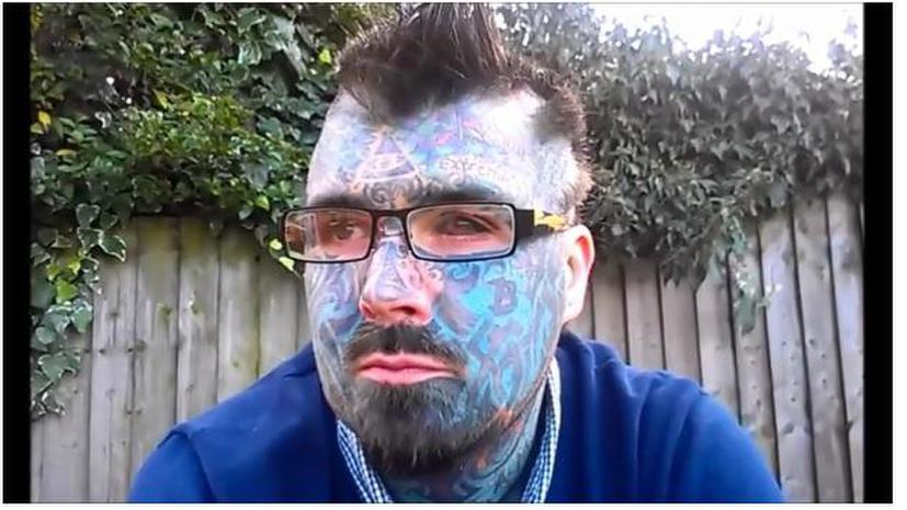 Самому татуированному британцу отказали в паспорте из-за необычного имени