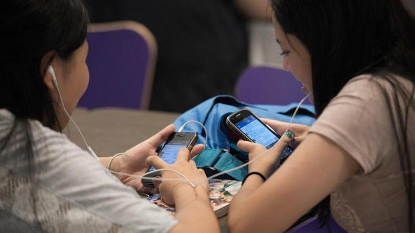 Исследование: пользователи Facebook зависимы от алкоголя и эмоционально нестабильны