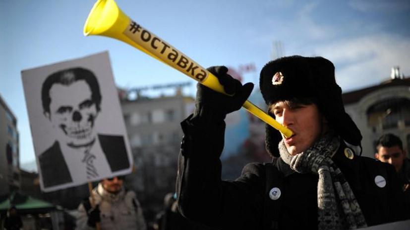 В столице Болгарии протестующие закидали факелами здание парламента