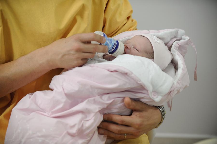 В Австралии мать-беженку изолировали от новорождённого больного ребёнка