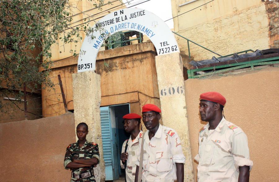 Более 20 заключённых сбежали из тюрьмы в Нигере