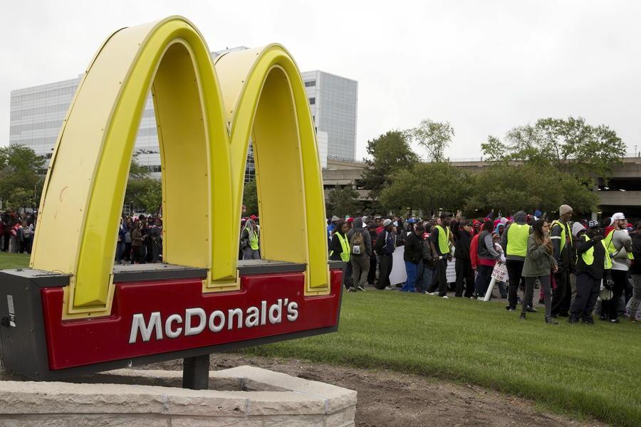 McDonald's в пригороде Чикаго закрыли из-за протестов сотрудников ресторана