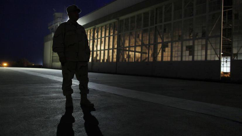 Инструкция по кормлению голодающих в Гуантанамо: их приковывают к стульям, надевают маски и кормят через носовую трубку