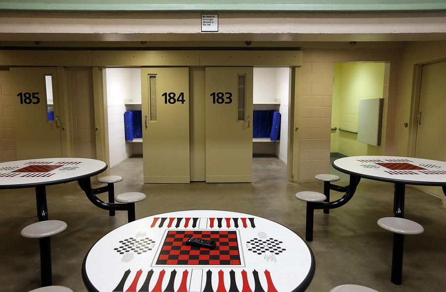 Власти штата Небраска по ошибке освободили сотни заключённых раньше срока