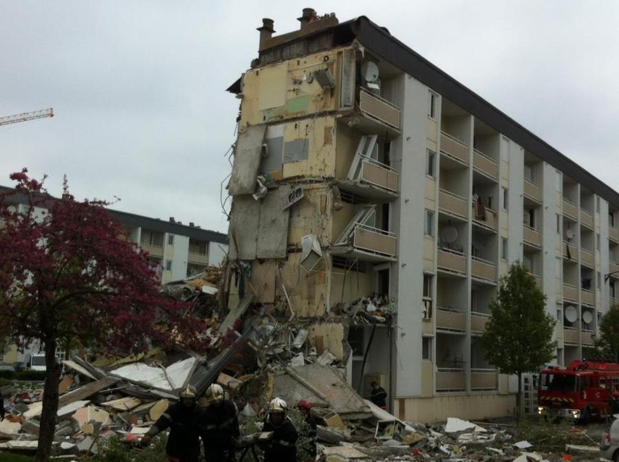 Во Франции рухнул жилой дом, есть жертвы