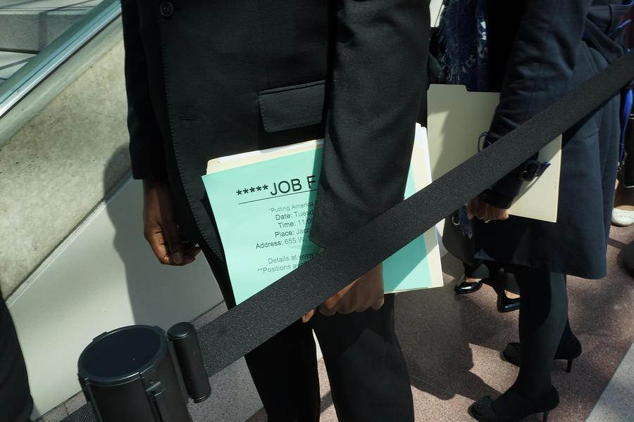 Правительство Кэмерона провалило программу по борьбе с безработицей среди молодёжи