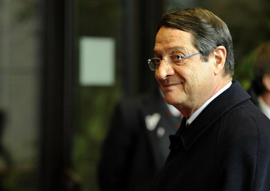Президент Кипра: Центробанк наложит ограничения на операции в качестве временной меры