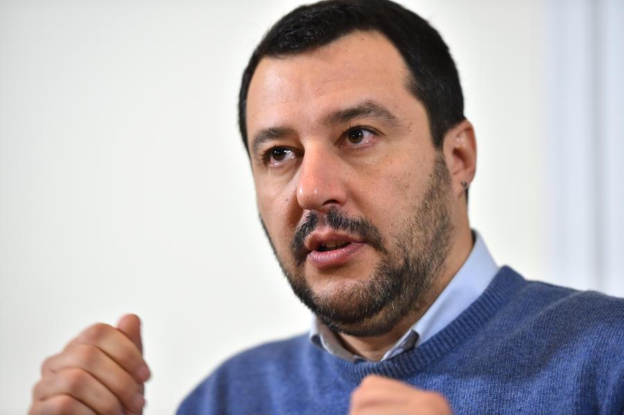 Итальянский политик нелестно отозвался обо всех, кто выступает против Путина