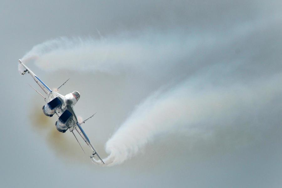 Под Астраханью разбился МиГ-29 Минобороны РФ; пилот погиб, спасая машину