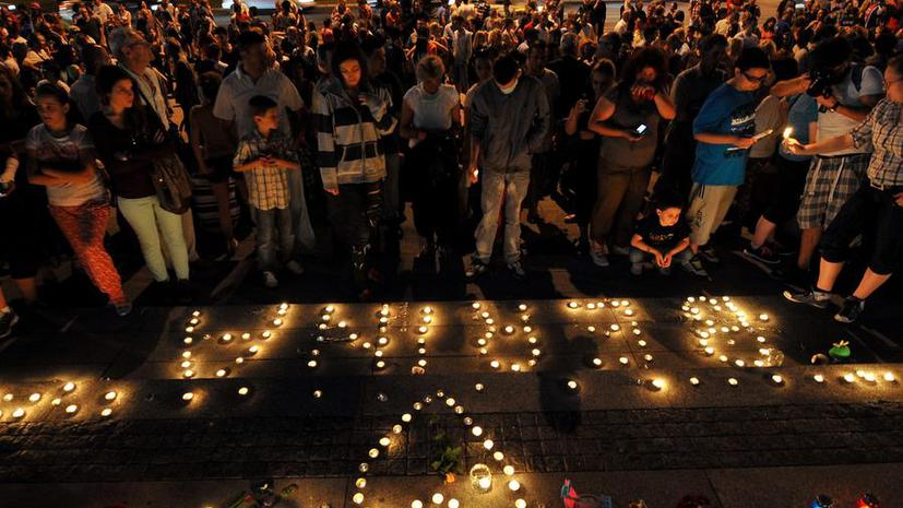 Боснийцы протестуют и скорбят по девочке, которая умерла из-за территориального спора нескольких государств