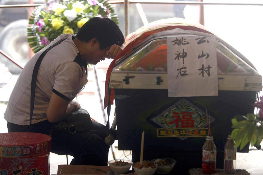 Умереть живым: В Китае для того, чтобы научиться ценить жизнь, ложатся в гроб
