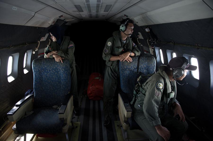Перед исчезновением самолёт Malaysia Airlines сменил курс и резко снизился