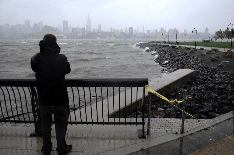 """Океан возвращает тела: число жертв урагана """"Сэнди"""" может многократно возрасти"""