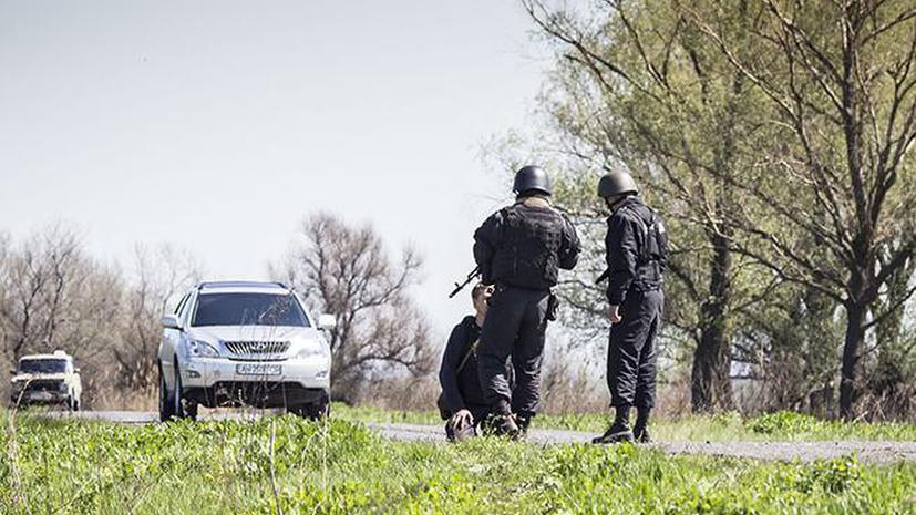 Украинские военные поставили на колени журналиста из России