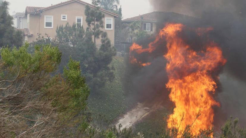 В Калифорнии из-за природных пожаров эвакуированы более 40 тысяч человек
