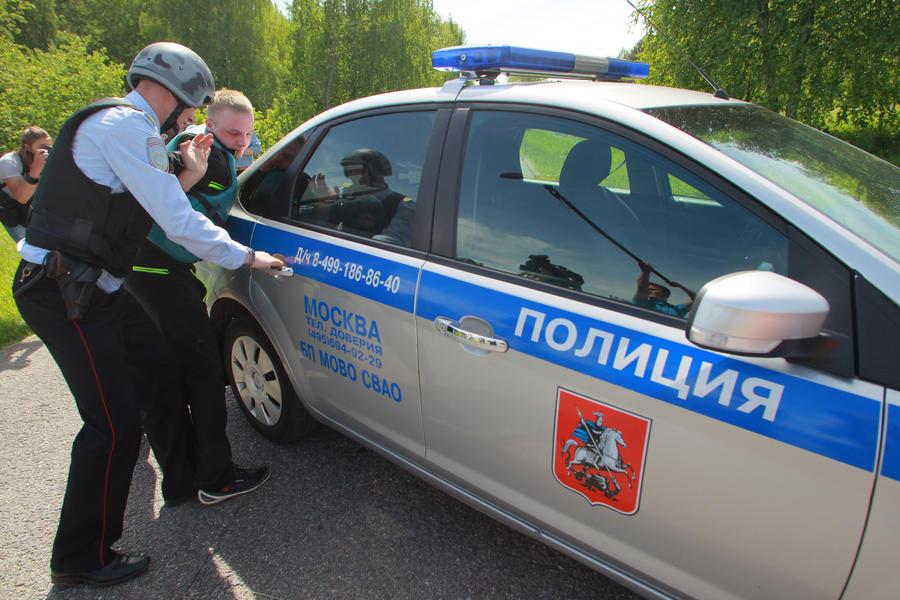 Полицейским в РФ могут разрешить открывать огонь в местах скопления людей и вскрывать автомобили