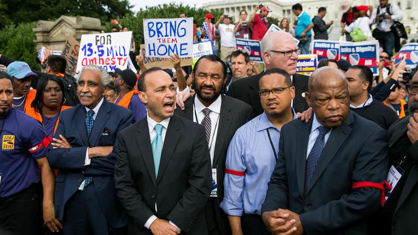 Восемь конгрессменов США задержаны на митинге в поддержку иммигрантов